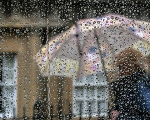 Дощі припиняться: синоптик назвала чітку дату, коли повернеться тепло