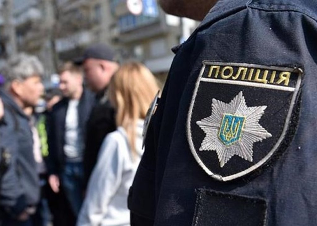 У Хмельницькому поліцейський відмовляється розмовляти українською: скандальне відео