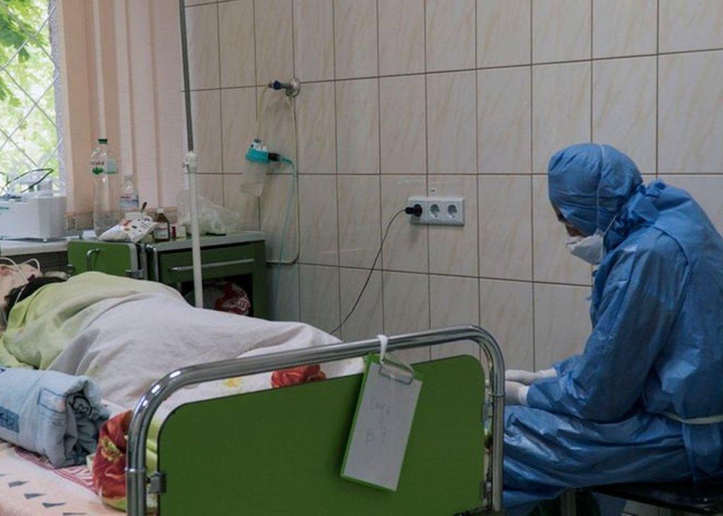 Три лікарні під Києвом закрили прийом хворих через спалах коронавірусу