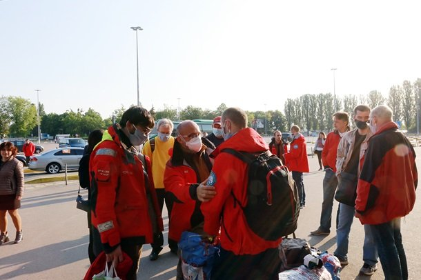 Евакуаційним рейсом з Лісабона в Київ прибули українські полярники