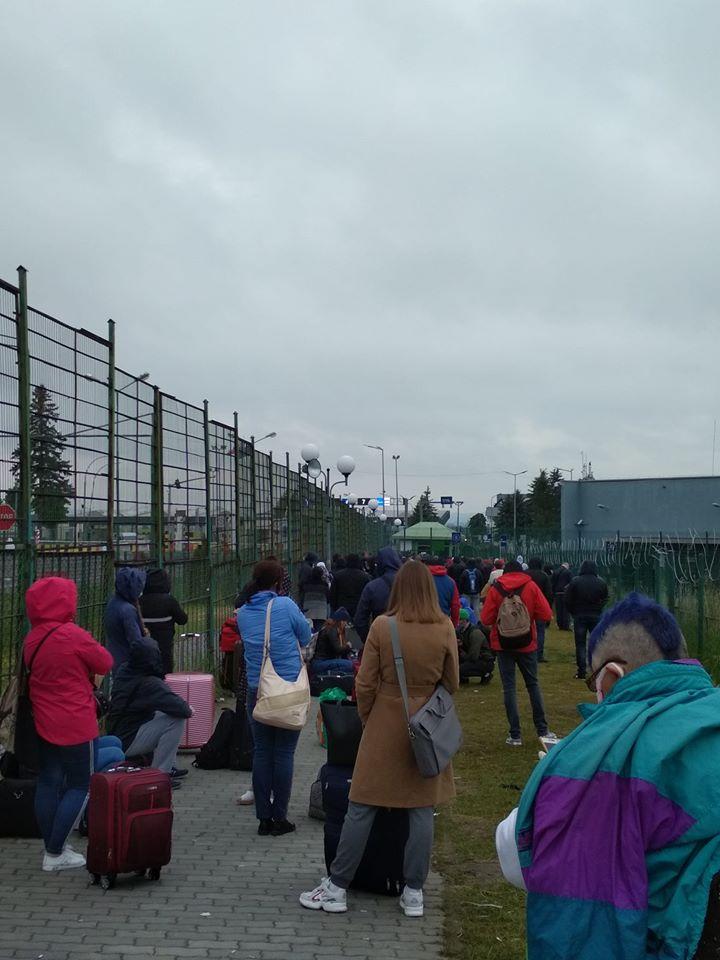 На пункте пропуска «Шегини» собрались тысячные очереди