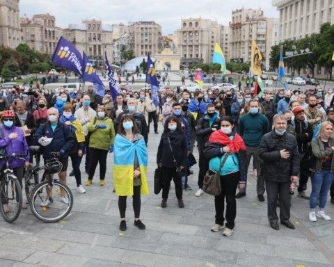 В центр Киева стянули полицию из-за массовых акций