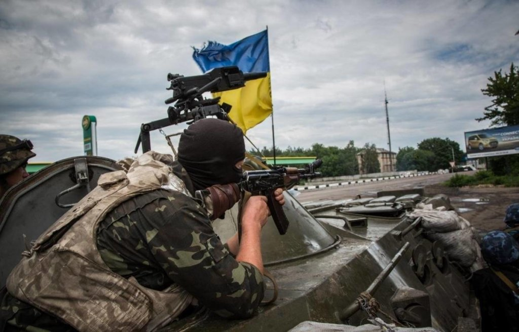 ЗСУ влучним пострілом знищили позиції терористів: атака потрапила на відео