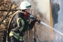 В Киевской области загорелся жилой дом, в котором были дети: первое видео с места ЧП