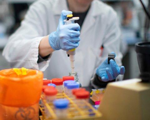 Врач заявил, что люди, переболевшие COVID-19, сохраняют иммунитет годами
