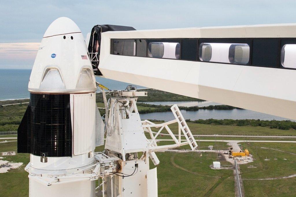 Запуск SpaceX Demo-2 могут вновь отложить: что случилось