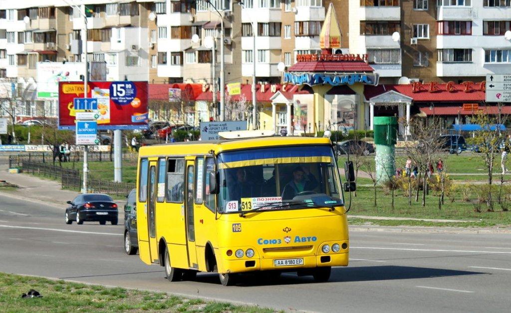 В Киеве на ходу загорелась маршрутка с людьми