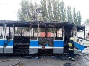 В Днепре вспыхнул трамвай с пассажирами прямо на ходу