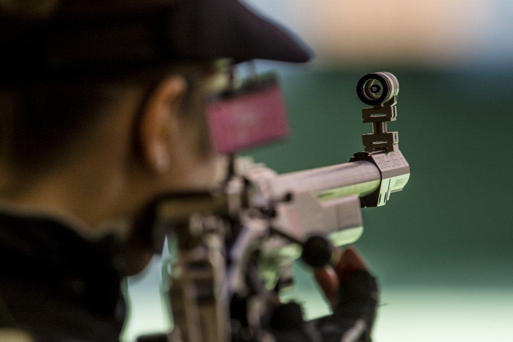 Неадекват розстріляв відвідувачів ТЦ із гвинтівки: трагедія сталася у прямому ефірі