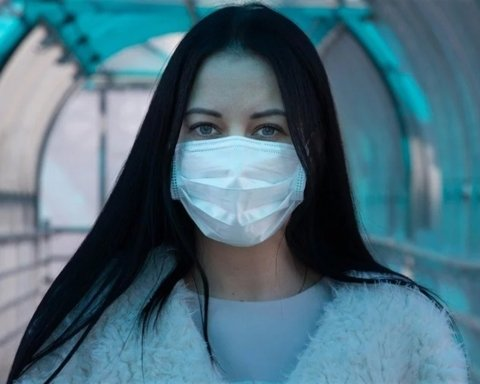 Сколько еще придется носить защитные маски: ответ ученого