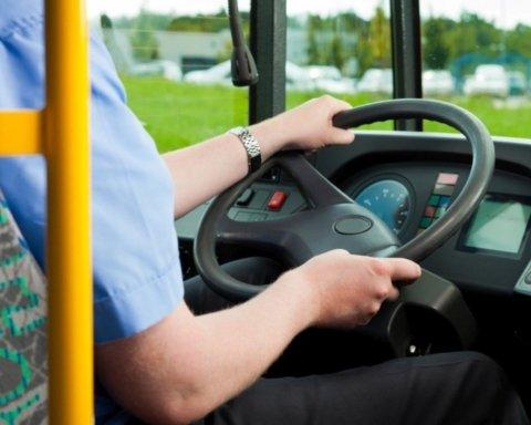 В Киеве водитель маршрутки цинично отказал в проезде ветерану АТО: детали скандала