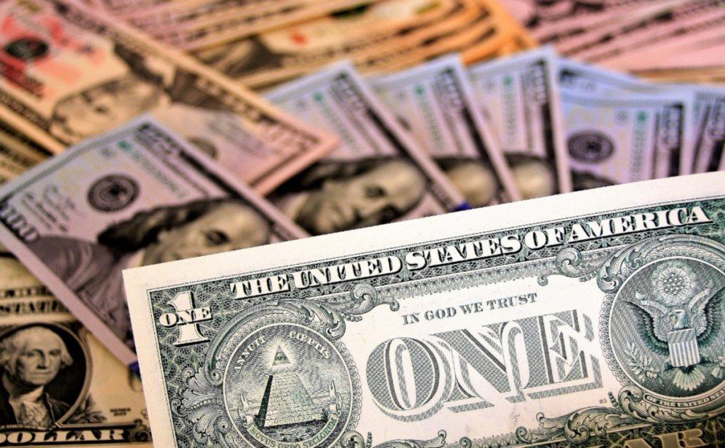 Долар почне дешевшати: аналітик озвучив прогноз курсу валют
