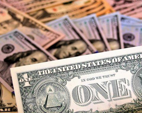 Доллар резко подорожал на фоне решения МВФ о помощи Украине