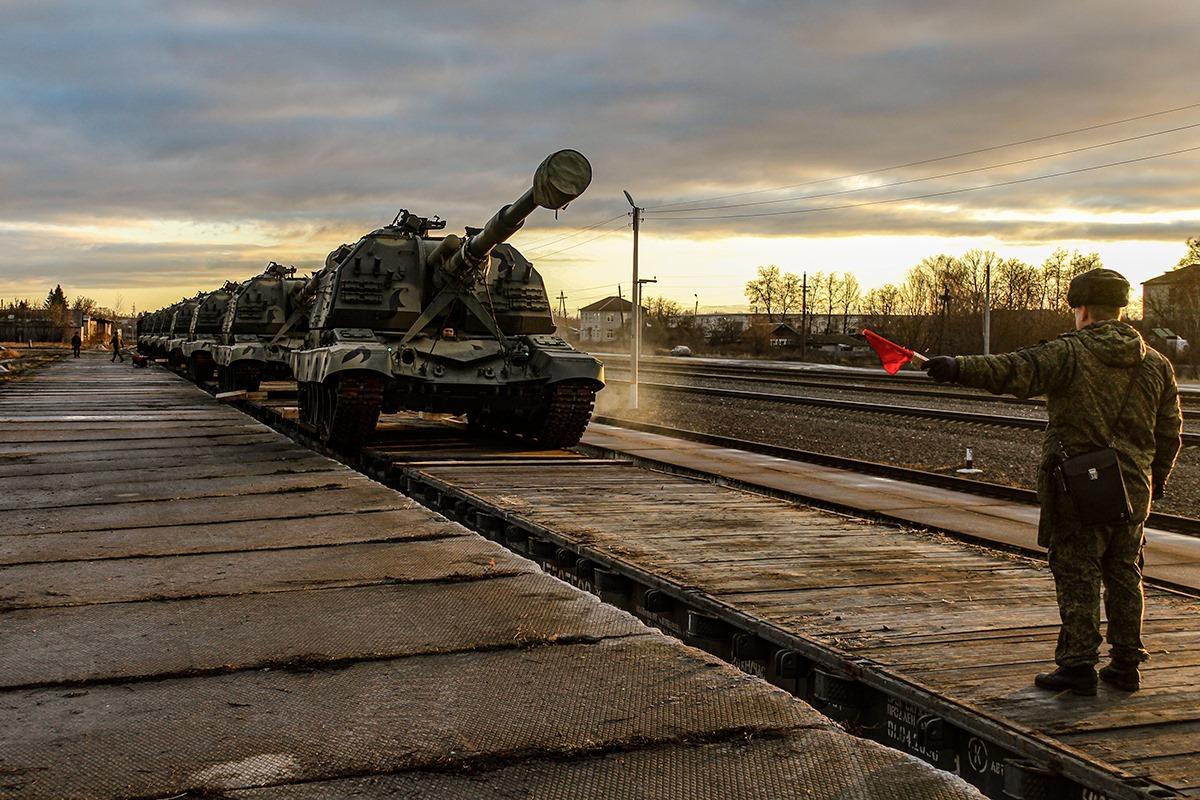 Россия начала стягивать смертоносное оружие к границе с Украиной