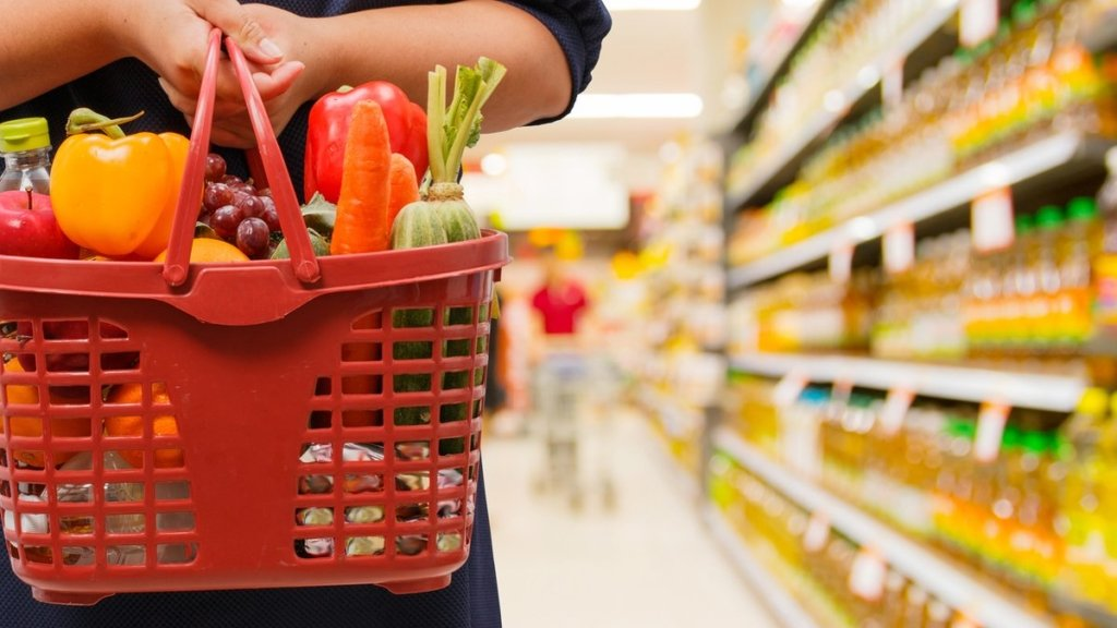 В Україні заборонили підвищувати ціни на продукти та ліки: як це працює