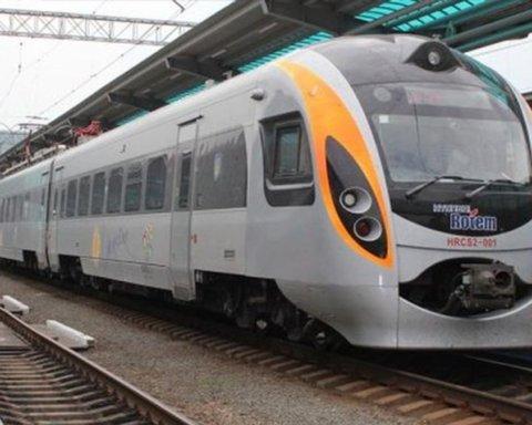 Укрзалізниця відкрила продаж квитків по Україні