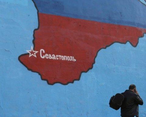 Россия выселяет из Крыма сотни украинцев