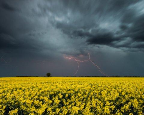 Грозовые дожди с градом: прогноз погоды на неделю