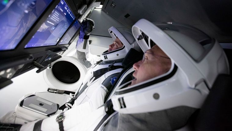 Астронавты США впервые за 9 лет летят к МКС не на российском «Союзе»: все подробности запуска Crew Dragon