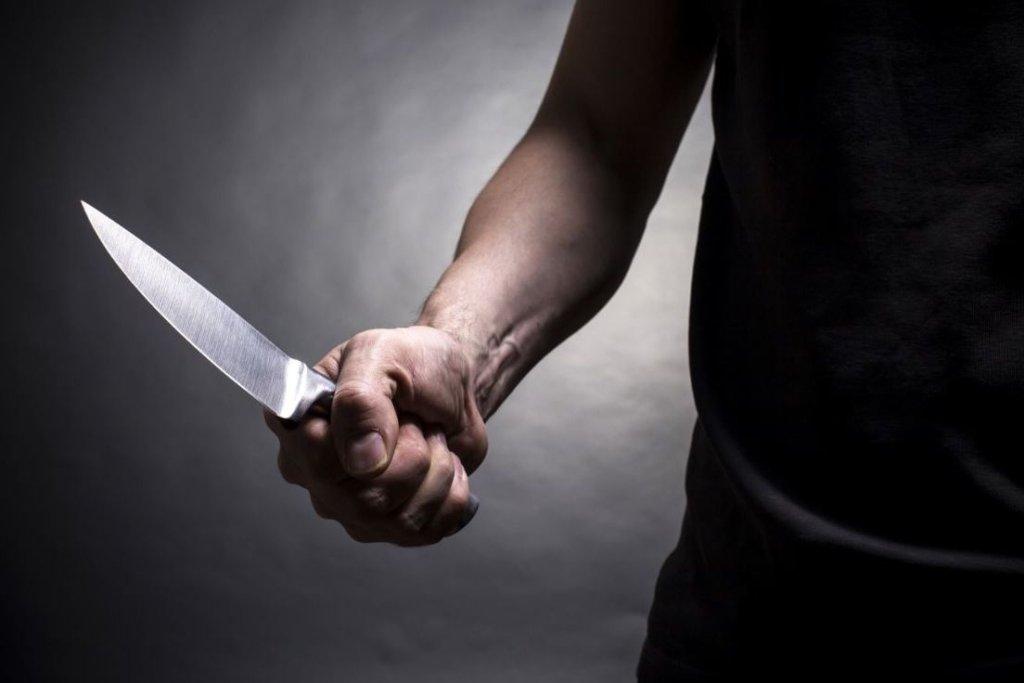 Житель Молодогвардейска ударил знакомого ножом