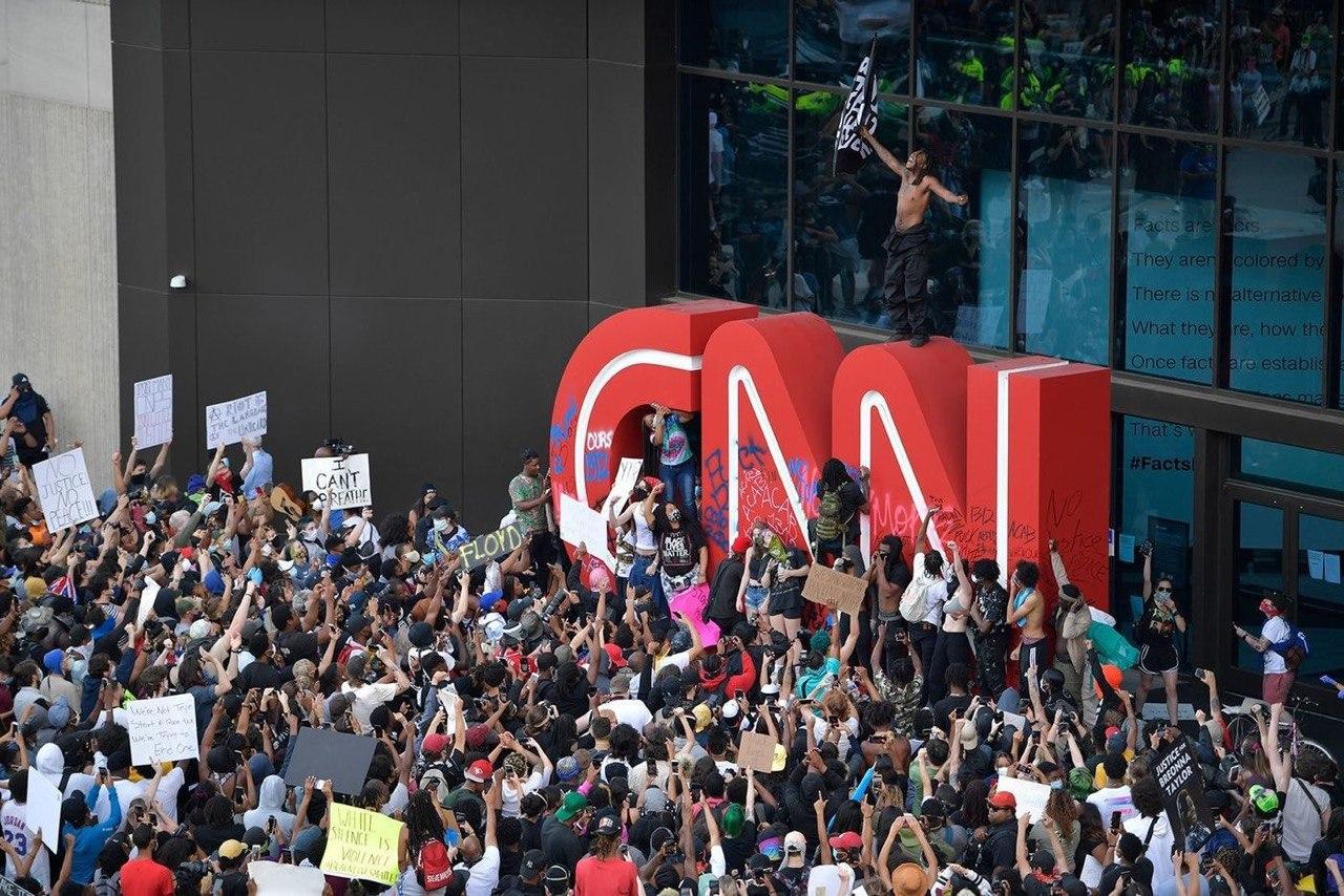25 городов в США ввели комендантский час из-за массовых протестов