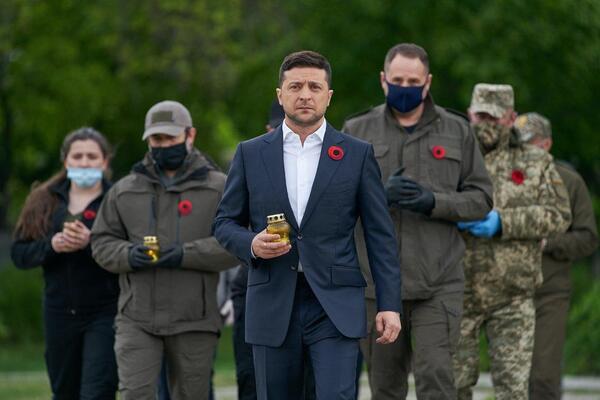День памяти и примирения: Зеленский приехал на Донбасс и почтил погибших