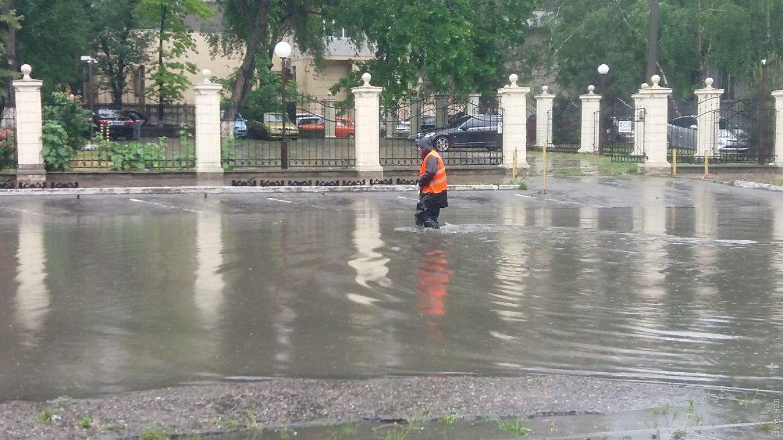 Мощный ливень затопил Одессу: впечатляющее видео последствий