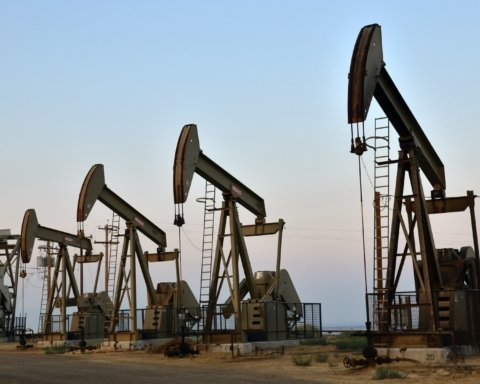 Цена на нефть начала активно расти: сколько стоит «черное золото»