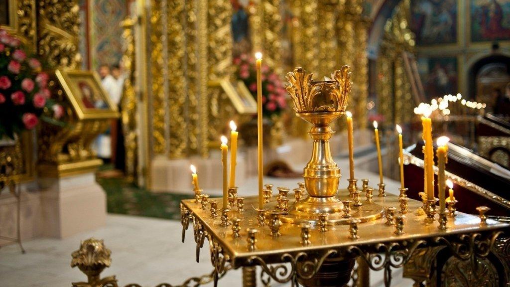 Троица 2020: как не заразиться COVID-19 во время посещения храмов