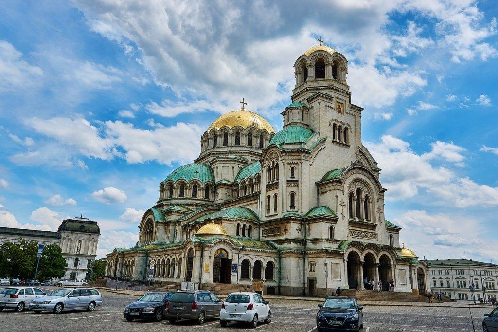Болгария ослабляет карантин: что разрешат