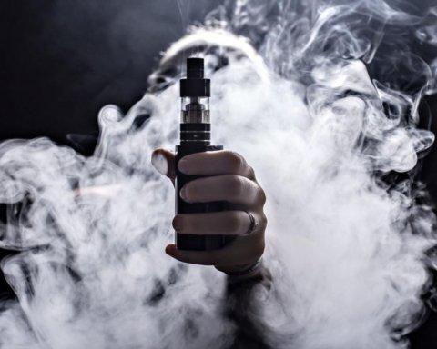 Електронні сигарети руйнують зуби: вчені провели нове дослідження