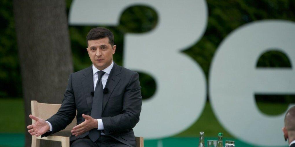 Зеленский пожаловался на низкий курс доллара в Украине