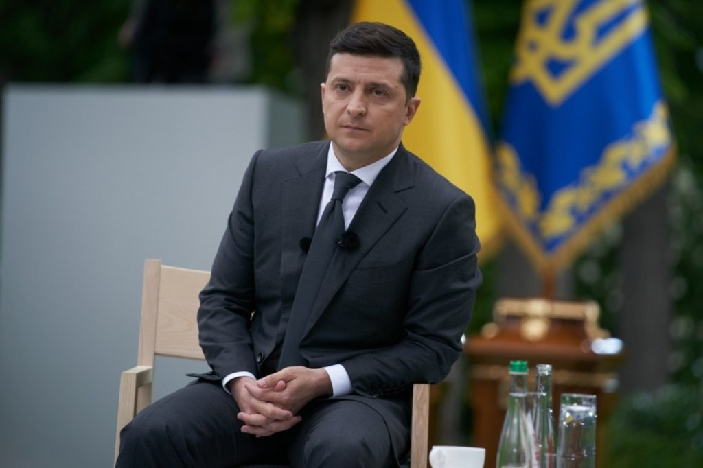 Просто прекратить стрелять: Зеленский заявил, что не призывал не отвечать на обстрелы боевиков на Донбассе