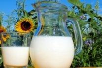 Медики назвали топ-7 причин пити молоко щодня