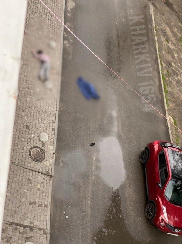 У Харкові жінка випала з вікна з дитиною: всі деталі трагедії