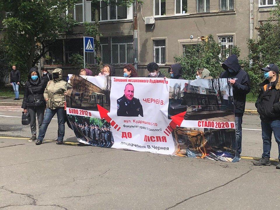 Активісти вимагають звільнення ректора НАВС через причетність до незаконного будівництва