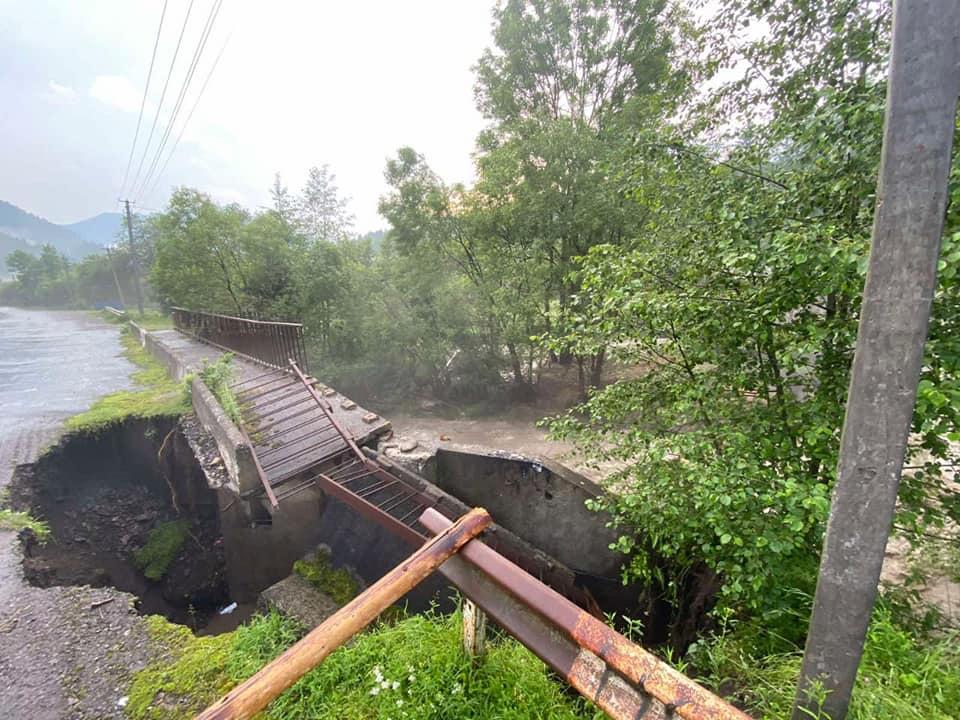 Непогода с новой силой атаковала Закарпатье: жуткие кадры