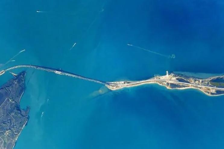 В Крыму заявили об угрозе судоходству: канал в Керчи исчезает