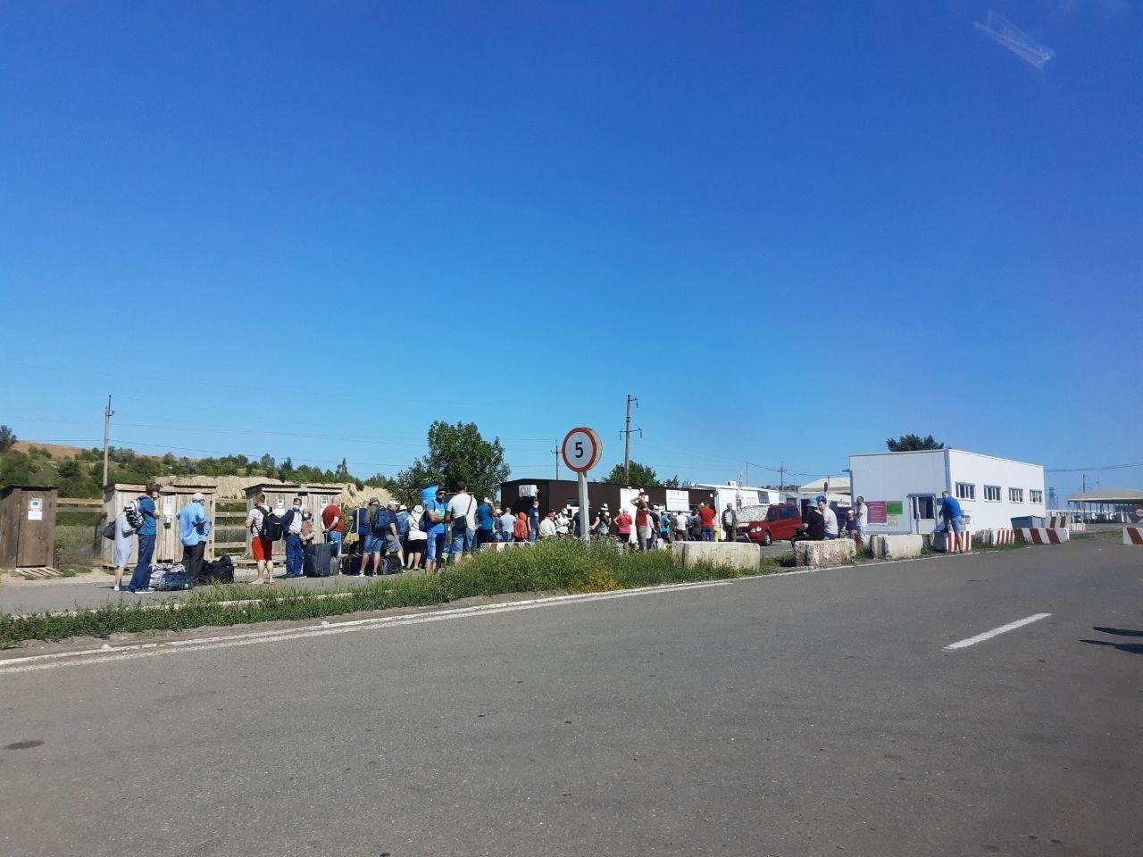 """На Донбасі запрацював пункт пропуску в """"ДНР"""": що відбувається на кордоні"""