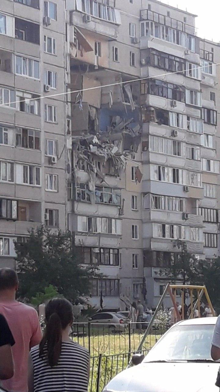 В Києві прогримів потужний вибух у багатоповерхівці: фото і відео з місця НП