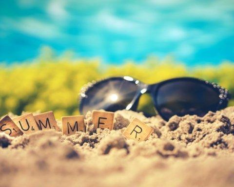 С первым днем лета: красивые открытки и красивые поздравления