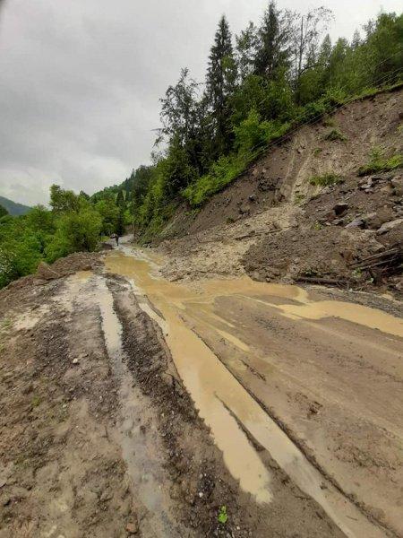 Івано-Франківську область атакувала негода: зруйновані дороги і мости