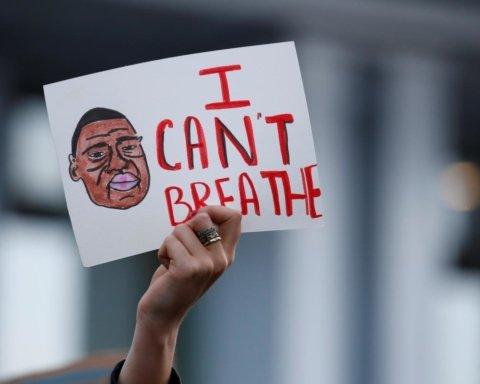 В момент оглашения приговора по делу убийства Джорджа Флойда в США копы застрелили темнокожую девушку