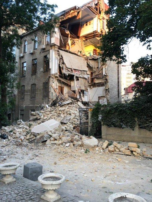 В Одесі обвалився житловий будинок: перші фото та причини
