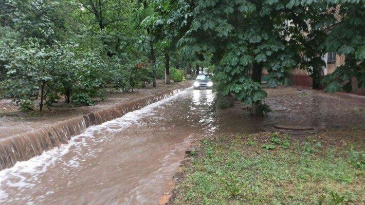 Аномальный ливень затопил Мариуполь: город парализован