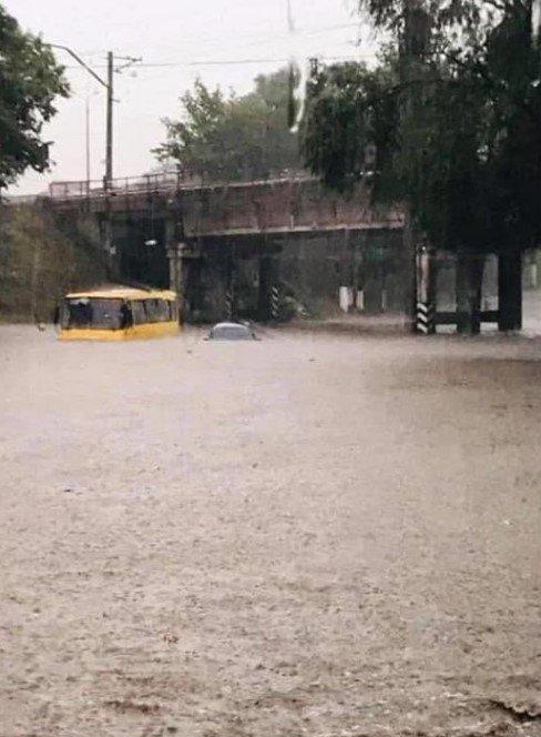 Аномальна злива затопила Маріуполь: місто паралізоване