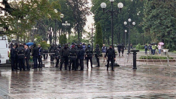 """""""Поліція ґвалтує і вбиває"""": у Києві почалися мітинги за відставку Авакова"""