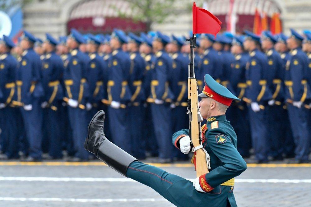 На параді Перемоги в РФ помітили українського командувача ВМС ЗСУ
