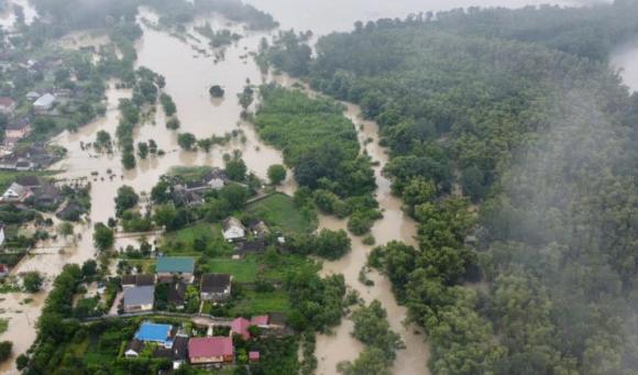 Наводнение в Черновцах: уровень воды в реке Прут пересек критическую отметку