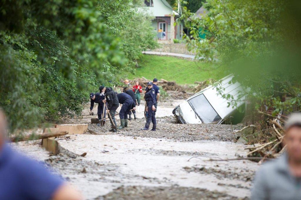 Ждут новую волну паводков выше 7 метров: что происходит на Западе Украины, страшные кадры